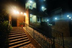 Вход. Lux M 4* в Будве