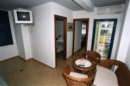 Гостиная. Черногория, Рафаиловичи : Апартамент №301 с 2-мя отдельными спальнями, на третьем этаже (APP 04)