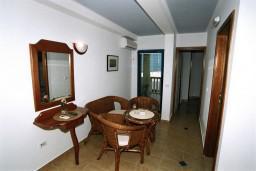 Гостиная. Черногория, Рафаиловичи : Апартамент №302 с 2-мя отдельными спальнями, на третьем этаже (APP 04)