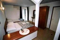 Студия (гостиная+кухня). Черногория, Рафаиловичи : Студио №305 на третьем этаже с боковым видом на море (Studio 03 SS)