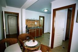 Гостиная. Черногория, Рафаиловичи : Апартамент №401 с 2-мя отдельными спальнями, на четвертом этаже (APP 04)