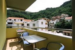 Балкон. Черногория, Рафаиловичи : Апартамент №401 с 2-мя отдельными спальнями, на четвертом этаже (APP 04)