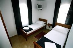 Спальня 2. Черногория, Рафаиловичи : Апартамент №402 с 2-мя отдельными спальнями, на четвертом этаже (APP 04)