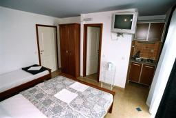 Студия (гостиная+кухня). Черногория, Рафаиловичи : Студио №403 на четвертом этаже (Studio 03)