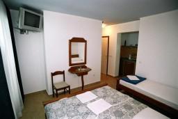 Студия (гостиная+кухня). Черногория, Рафаиловичи : Студия №404 на четвертом этаже с боковым видом на море (Studio 03 SS)