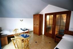 Спальня 2. Черногория, Рафаиловичи : Апартамент №501 с 2-мя отдельными спальнями, на пятом этаже этаже (мансарда), с видом на море (PP 04+1 SV)