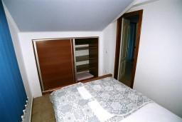Спальня. Черногория, Рафаиловичи : Апартамент №501 с 2-мя отдельными спальнями, на пятом этаже этаже (мансарда), с видом на море (PP 04+1 SV)