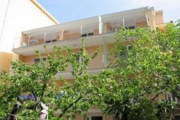 Фасад дома. Sara Lux 4* в Свети Стефане