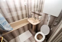 Ванная комната. Черногория, Герцег-Нови : Двухместный номер с видом на море