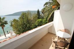 Балкон. Черногория, Герцег-Нови : Двухместный номер с видом на море