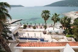 Вид на море. Черногория, Герцег-Нови : Трехместный номер с видом на море