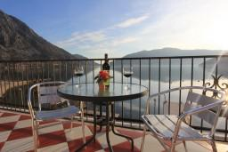 Terrace. Montenegro, Risan : Villa with 5 bedrooms in Risan for 10 guests