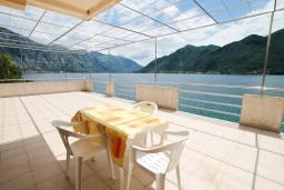 Терраса. Черногория, Дражин Врт : Апартамент с 2-мя отдельными спальнями, с большой террасой с шикарным видом на море