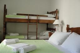 Спальня. Черногория, Костаньица : Апартамент с отдельной спальней, с балконом с видом на море