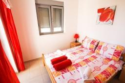 Спальня 2. Черногория, Петровац : Современный апартамент для 4-6 человек, 2 спальни, с балконом с видом на море