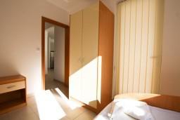 Спальня. Черногория, Петровац : Современный апартамент для 4-6 человек, 2 спальни