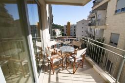 Балкон. Черногория, Петровац : Современный апартамент для 4-6 человек, 2 спальни