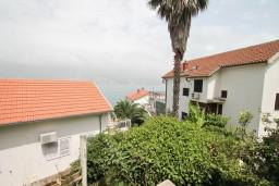 Вид на море. Черногория, Нивице : Апартамент с отдельной спальней, с балконом с видом на море
