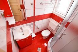 Ванная комната. Черногория, Добра Вода : Роскошный пентхаус для 5-7 человек, с 2-мя отдельными спальнями с ванными комнатами, с большой гостиной, с шикарным видом на море
