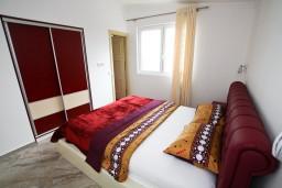 Спальня 2. Черногория, Добра Вода : Роскошный пентхаус для 5-7 человек, с 2-мя отдельными спальнями с ванными комнатами, с большой гостиной, с шикарным видом на море
