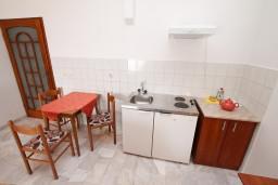 Кухня. Черногория, Герцег-Нови : Апартамент с 1 спальней, балконом и видом на море