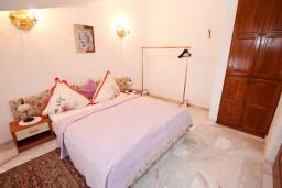 Спальня. Черногория, Герцег-Нови : Апартамент с 1 спальней, балконом и видом на море