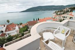 Балкон. Черногория, Герцег-Нови : Апартамент с 1 спальней, балконом и видом на море