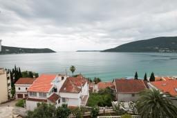 Вид на море. Черногория, Герцег-Нови : Апартамент с 1 спальней, балконом и видом на море