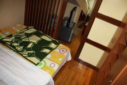 Спальня. Черногория, Игало : Апартамент в Игало с шикарным видом на залив в 5 метрах от моря