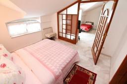Спальня. Черногория, Герцег-Нови : Апартамент с 2 спальнями и видом на море