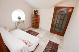Спальня 2. Черногория, Герцег-Нови : Апартамент с 2 спальнями и видом на море