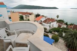 Балкон. Черногория, Герцег-Нови : Апартамент с 2 спальнями и видом на море