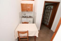 Кухня. Черногория, Герцег-Нови : Апартамент с 1 спальней, террасой и видом на море