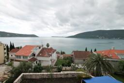 Вид на море. Черногория, Герцег-Нови : Двухместный номер с балконом и видом на море