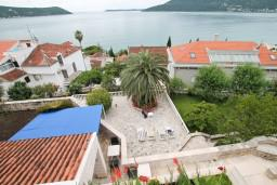Вид на море. Черногория, Герцег-Нови : Трехместный номер с балконом и видом на море