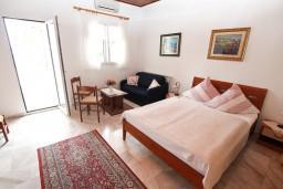 Студия (гостиная+кухня). Черногория, Герцег-Нови : Номер-студия с террасой и видом на море