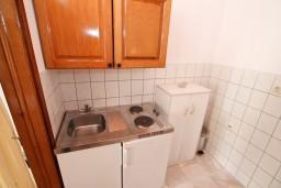 Кухня. Черногория, Герцег-Нови : Номер-студия с террасой и видом на море