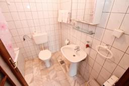 Ванная комната. Черногория, Герцег-Нови : Номер-студия с террасой и видом на море