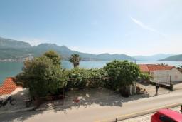 Вид на море. Черногория, Нивице : Апартамент с отдельной спальней, с большой террасой с шикарным видом на море, 50 метров до пляжа