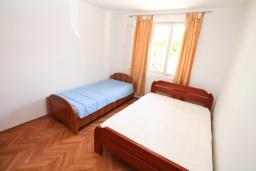 Спальня 3. Черногория, Игало : Апартамент для 13 человек, с 4-мя отдельными спальнями, с 2-мя ванными комнатами, с террасой