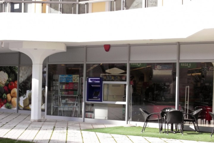 Банкомат NLB banka около Maxi в Игало