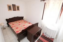Спальня 3. Черногория, Ораховац : 2-х этажный апартамент для 10 человек, с 3-мя отдельными спальнями, с 3-мя ванными комнатами, с отдельным входом, с большой террасой, возле пляжа