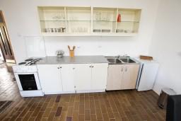 Кухня. Черногория, Бечичи : Апартамент для 5-6 человек, с 2-мя отдельными спальнями, с большой гостиной, с террасой