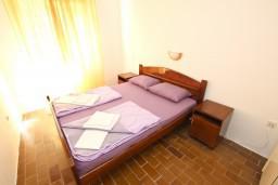 Спальня 2. Черногория, Бечичи : Апартамент для 5-6 человек, с 2-мя отдельными спальнями, с большой гостиной, с террасой