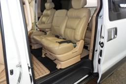 Аренда Hyunday Starex с водителем, люкс микроавтобус, кожа, 2-х зонный климат,  2 ТВ, холодильник (вместимость 7 человек) : Черногория