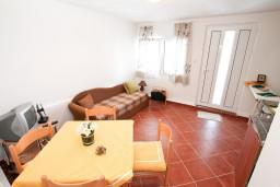 Спальня. Черногория, Герцег-Нови : 3-х этажный дом с 5 отдельными спальнями, с 5 ванными комнатами, с бассейном, с 3 террасами с шикарным панорамным видом на море