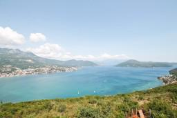 Вид на море. Черногория, Герцег-Нови : 3-х этажный дом с 5 отдельными спальнями, с 5 ванными комнатами, с бассейном, с 3 террасами с шикарным панорамным видом на море