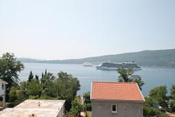 Вид на море. Черногория, Биела : Апартамент с отдельной спальней, с балконом с видом на море