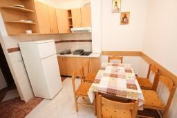 Kitchen. Montenegro, Rafailovici : Apartment with 1 bedroom in Rafailovici