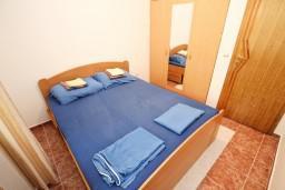 Bed room. Montenegro, Rafailovici : Apartment with 1 bedroom in Rafailovici